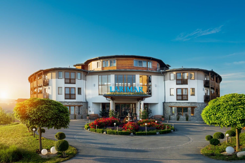 Hotelzufahrt im Hotel Larimar