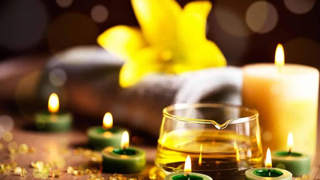 Ayurveda Öle und Kerzen