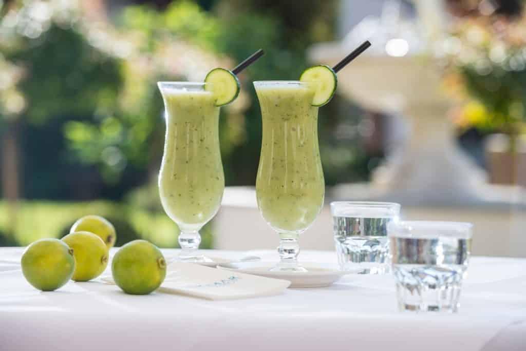 grüne Smoothies im Glas