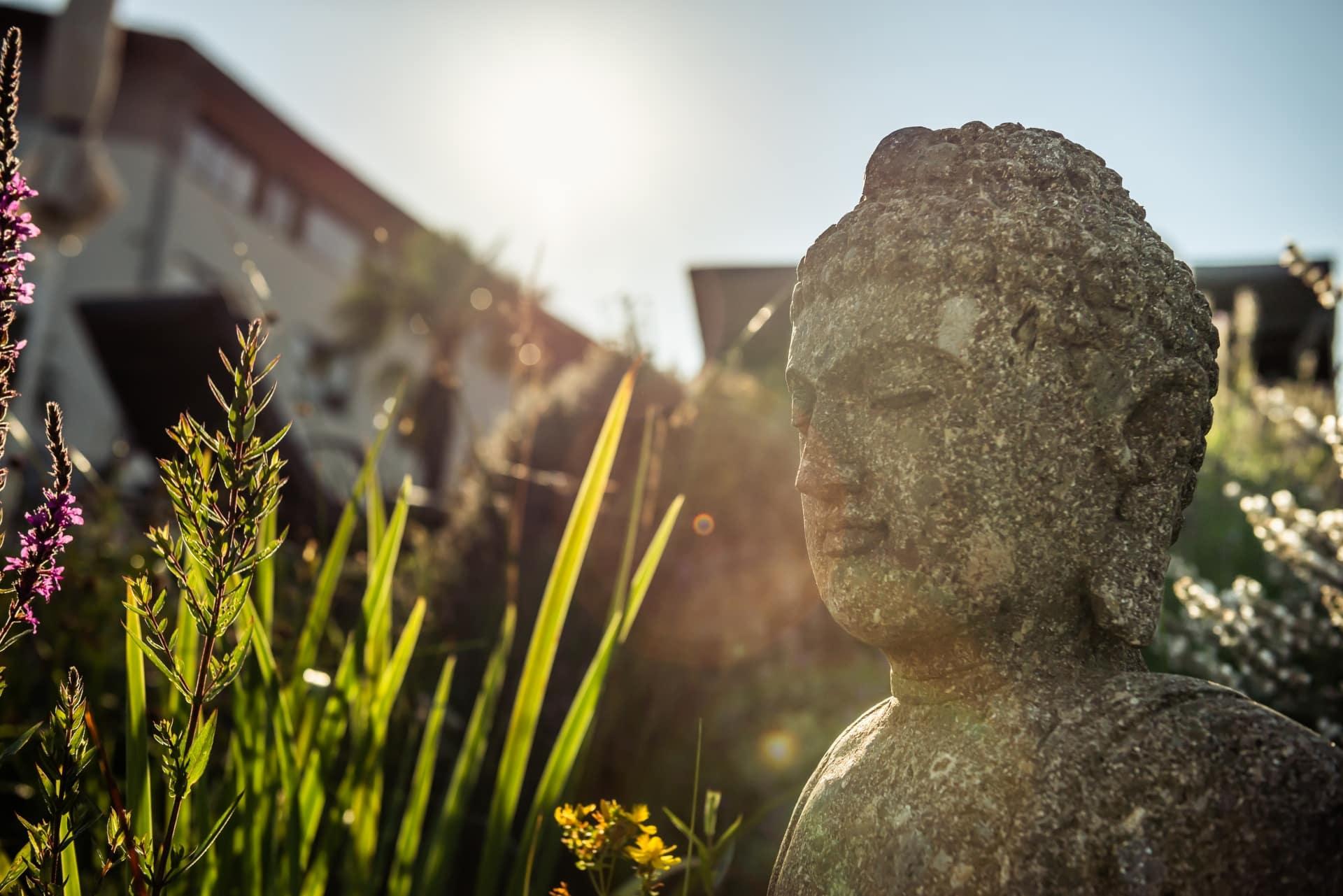 Buddha-Statue im Larimar Garten