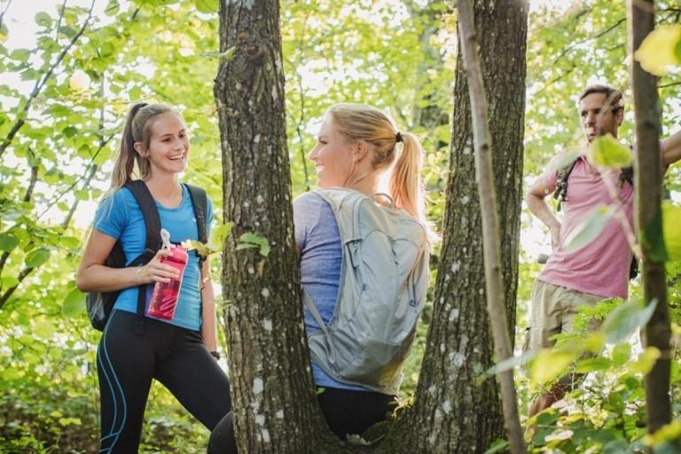 Wandern durch naturbelassene Wälder