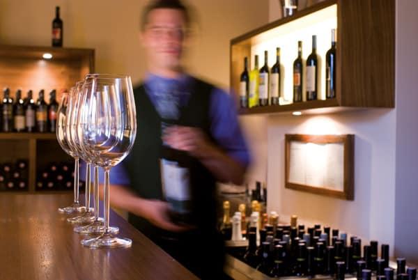 Regionale Weine in der Larimar Vinothek