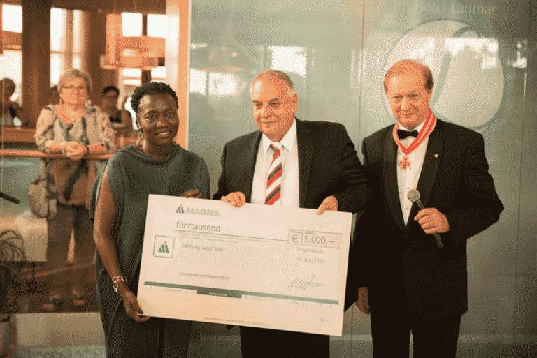 Festakt - 10 Jahre Larimar Spende an Stiftung