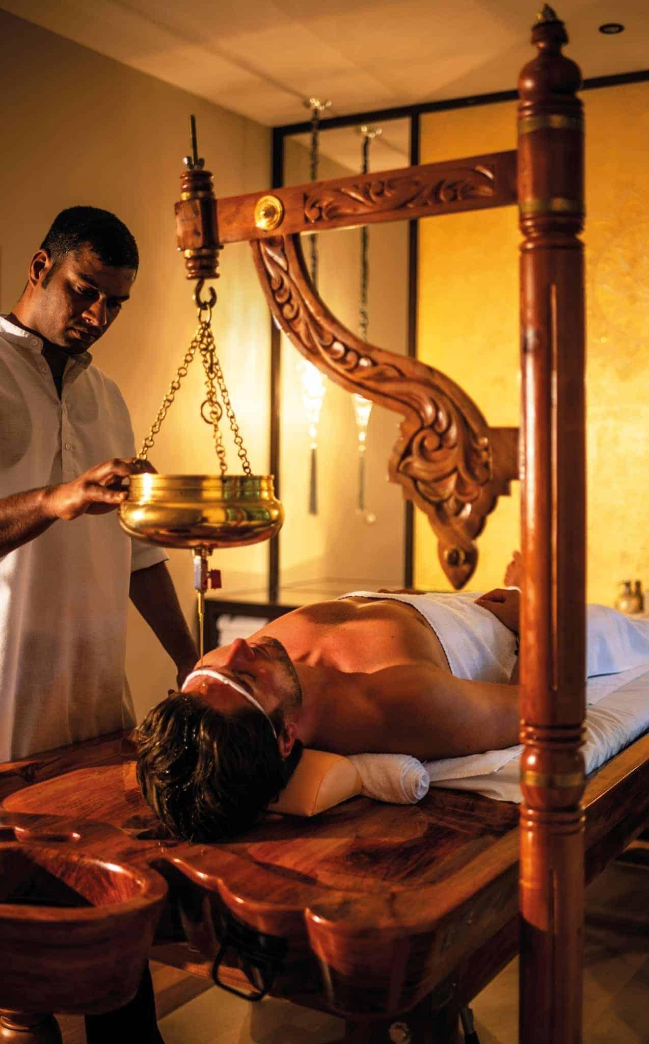 Ayurveda Behandlung Shirodharaim Premium-Spa