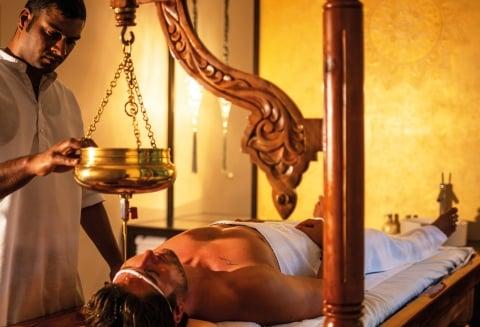 Ayurveda Behandlung Shirodhara