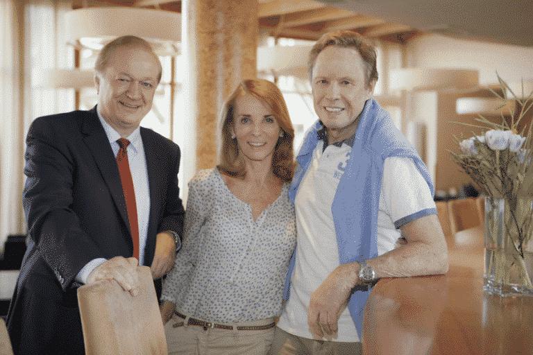 Gastgeber Johann Haber mit Peter und Ingrid Kraus im Larimar