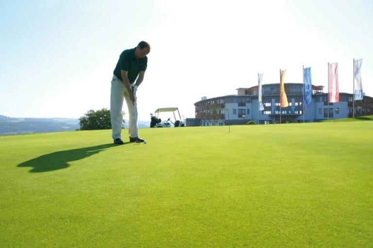 Golfen direkt vor dem Hotel
