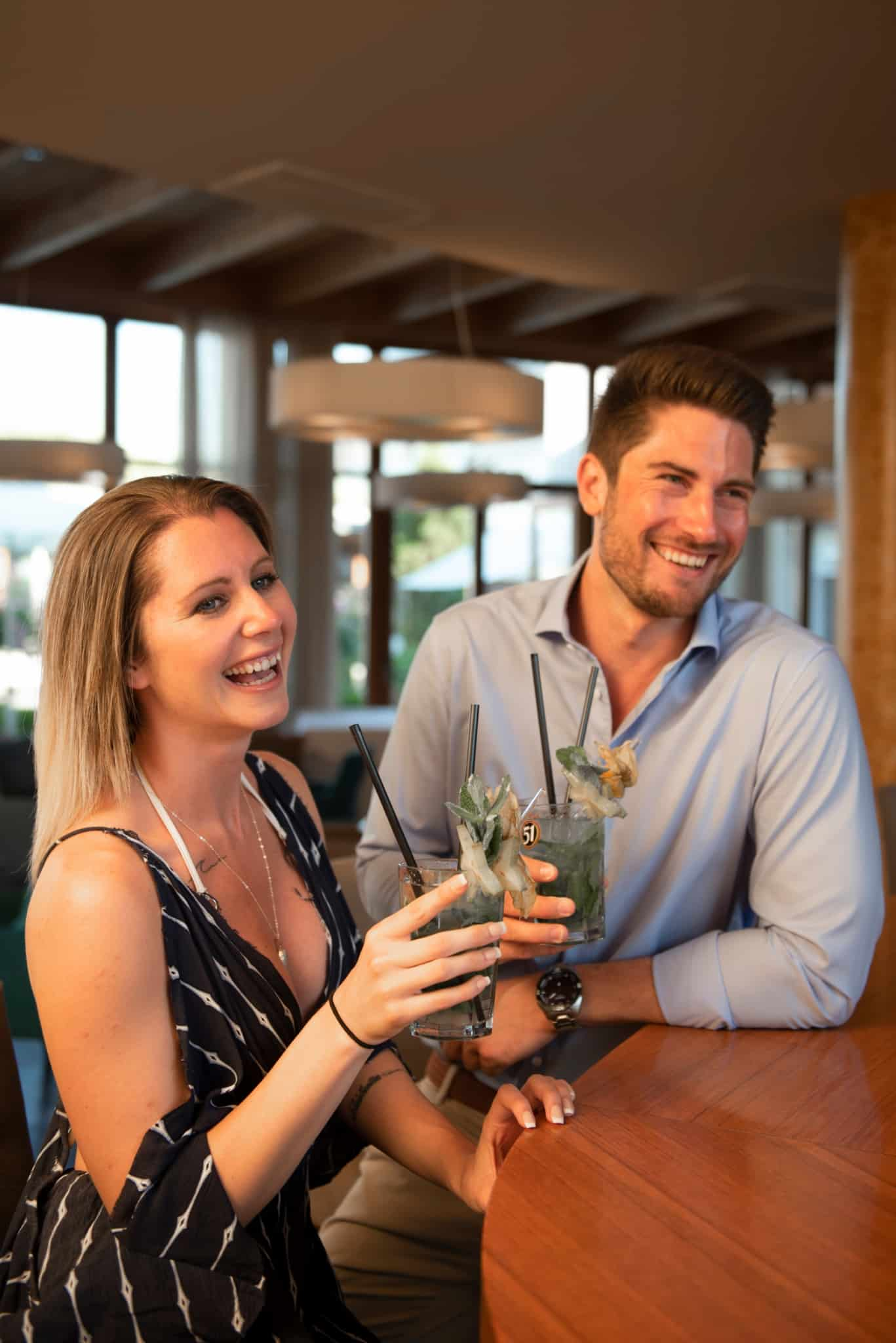 Leckere Cocktails und gute Unterhaltung an der Hotelbar im Hotel Larimar