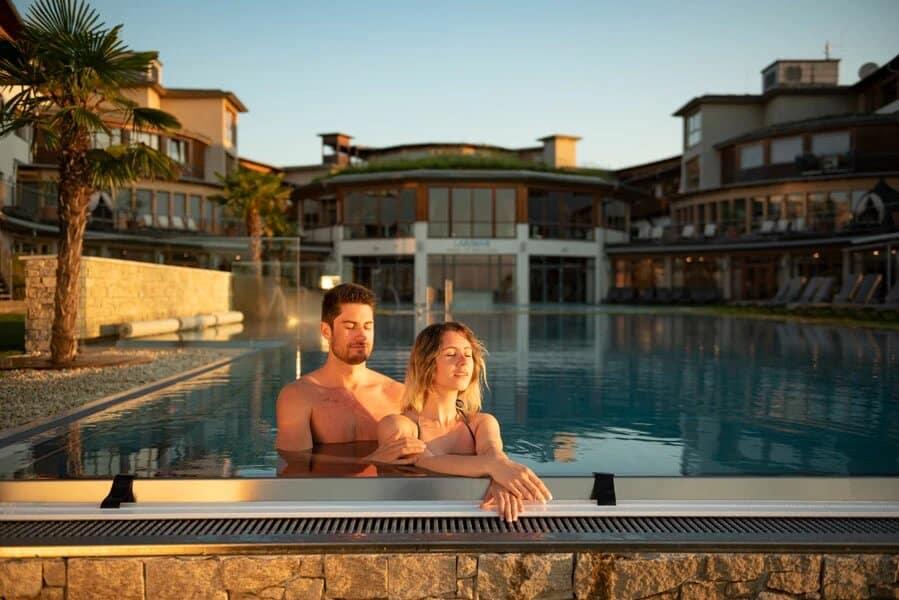 Romantik am Infititypool im Burgenland Hotel Larimar