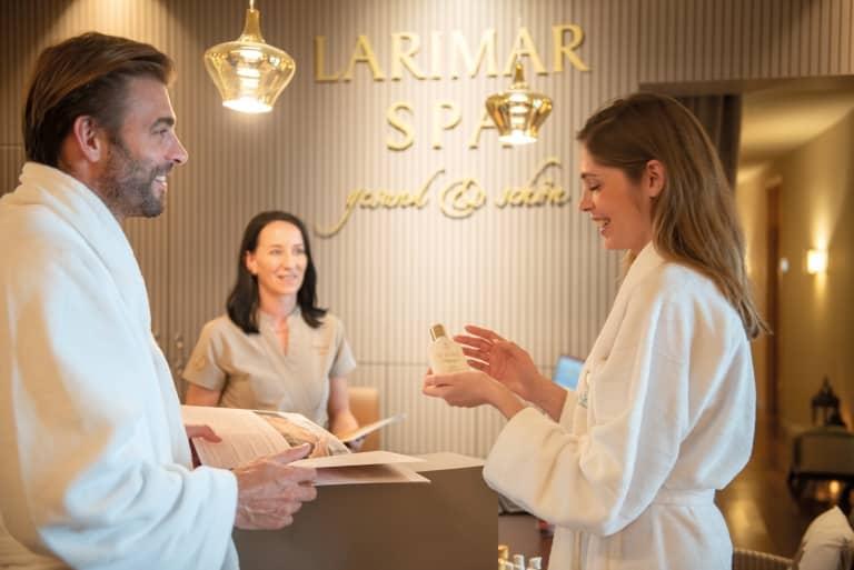 Wertvolle Produkte im Larimar Premium-Spa