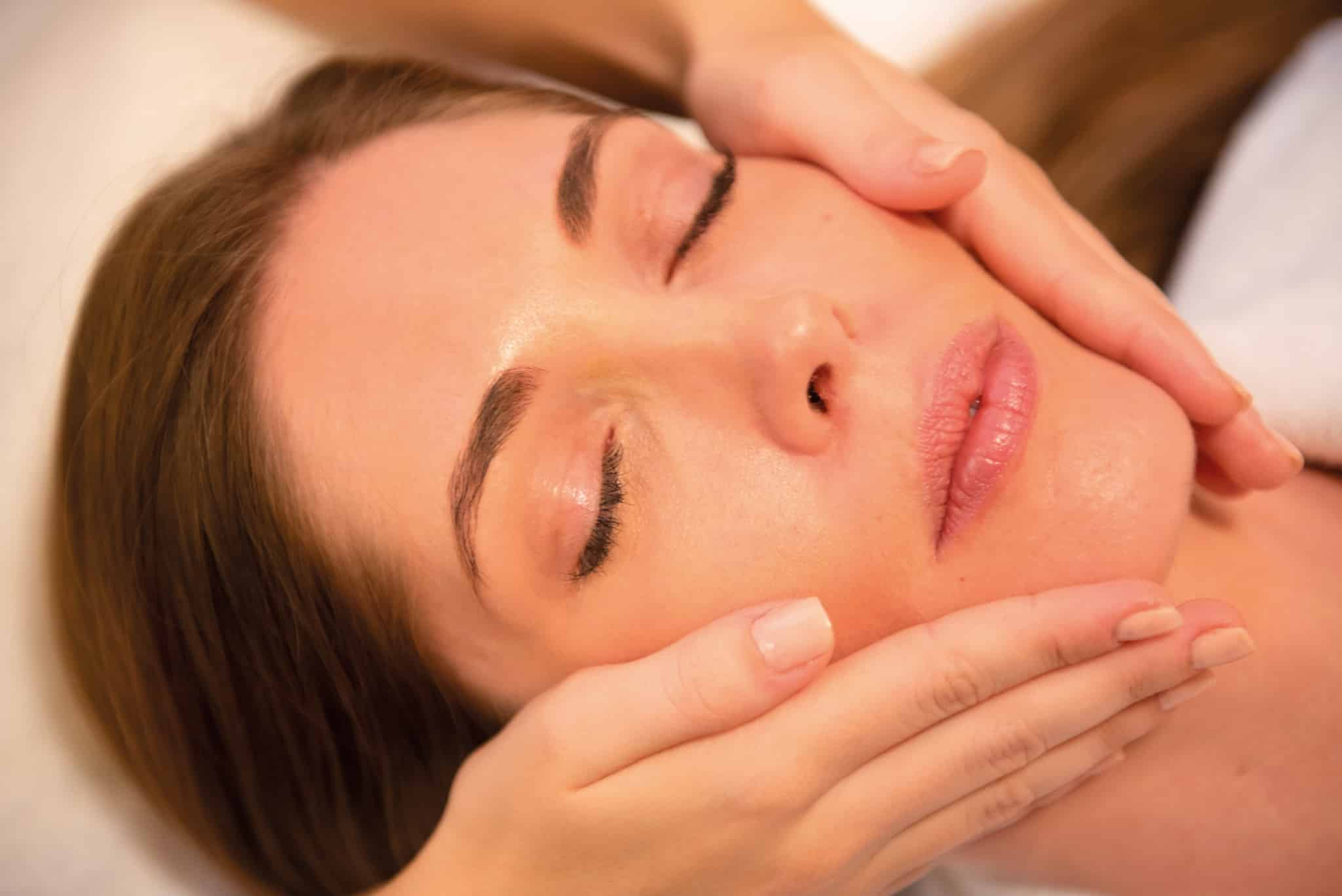Gesichts-Behandlung im Larimar Premium-Spa