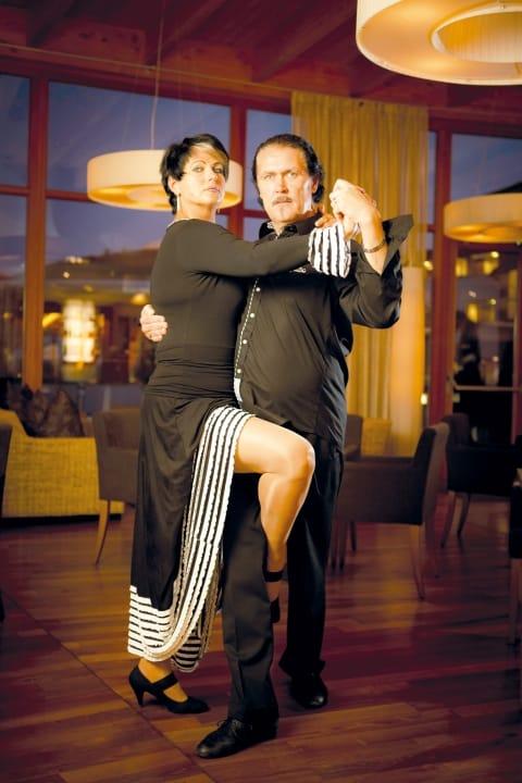 Tanzen zu heißen Rhythmen im Hotel Larimar