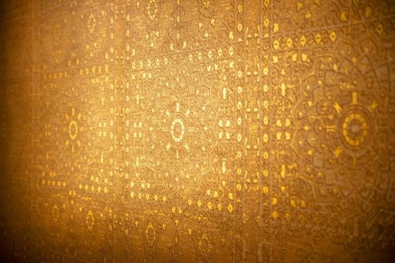 Orientalisch anmutende Wand-Details im Larimar Premium-Spa