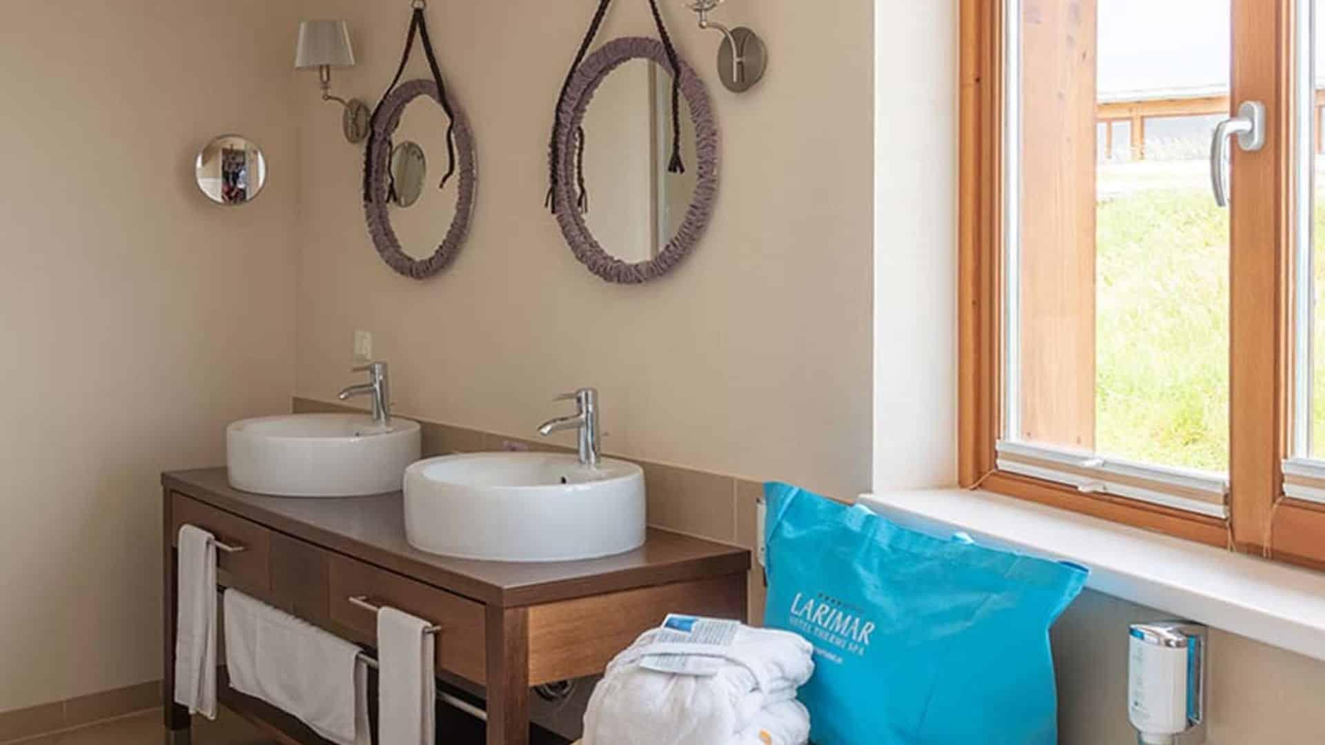 Badezimmer in der Romantik-Suite