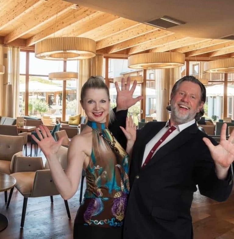 Tanzen bei der Hotelbar