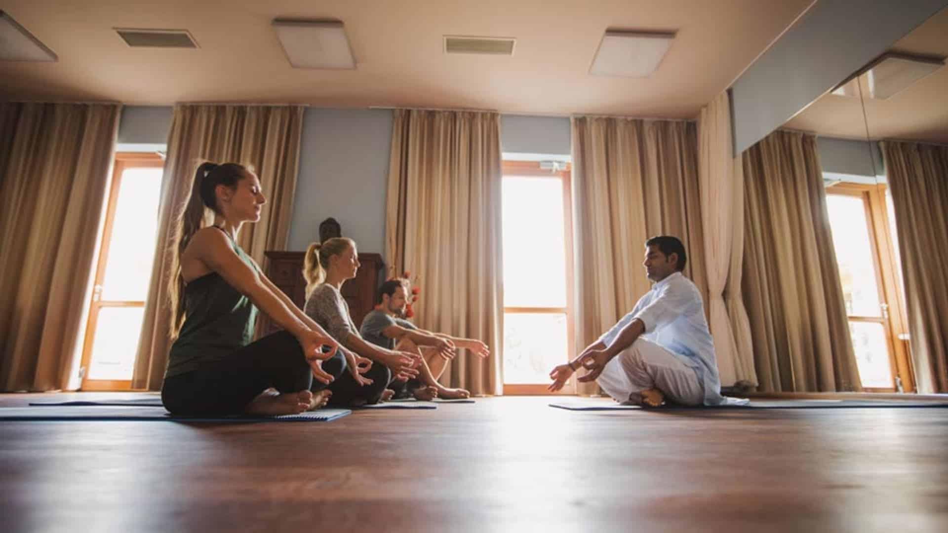 Innehalten, in die Stille gehen mit Yoga im Hotel Larimar