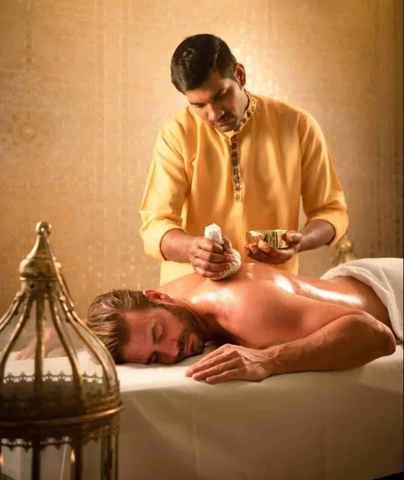 Ayurveda Körperstempel Massage im Hotel Larimar