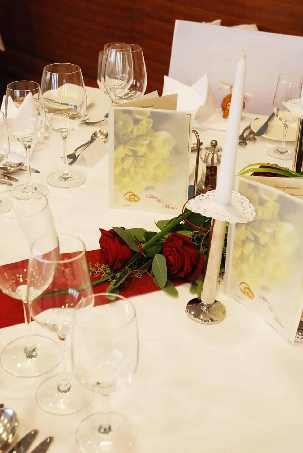Gedeckter Tisch zum Feiern im Hotel Larimar