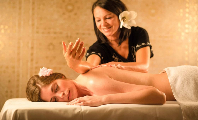 Lomi-Massage im Larimar Premium-Spa