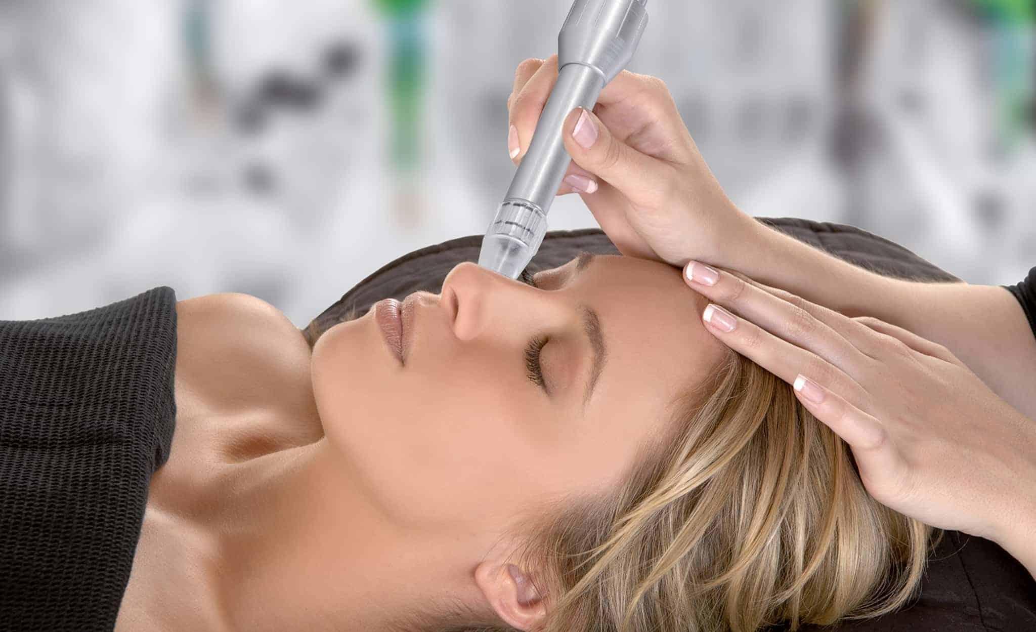 Microdermabrasion wirkt bei Hautunreinheiten, Falten, Linien, Pigmentstörungen, Altersflecken und lichtgeschädigter Haut, Behandlung im Hotel Larimar