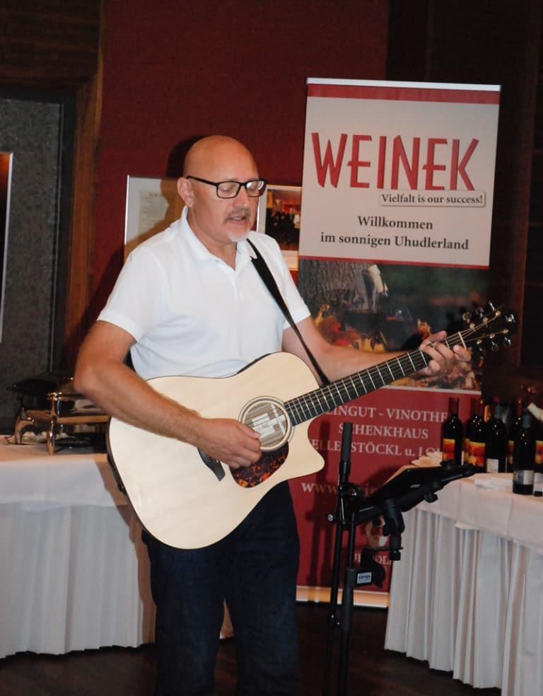 Austropop-Abend-und-Weinverkostung-im-Hotel-Larimar