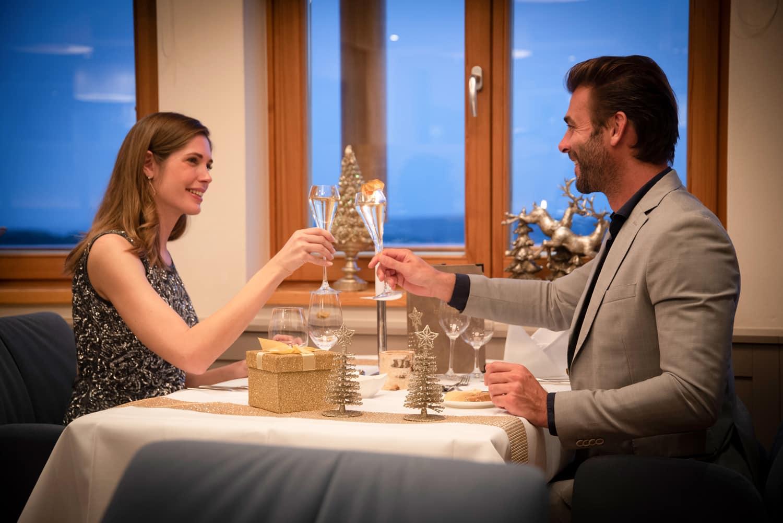 Weihnachten-Abendessen-Larimar-Restaurant-Hotel-Geschenk-Festlich-Feiern-Burgenland-Stegersbach